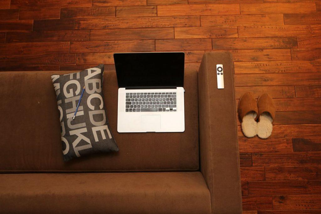 Hoe schuur je een houten vloer?